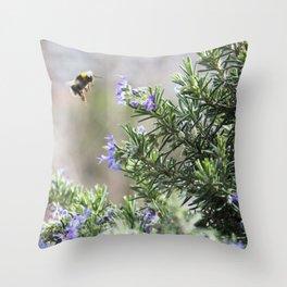 bumble bee flight Throw Pillow