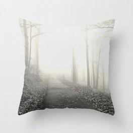 Seltsam, im Nebel zu wandern! - Hesse (In the fog) Throw Pillow