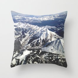 Alpes en avion Throw Pillow