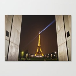The Eiffel Tower doesn't need framing Canvas Print