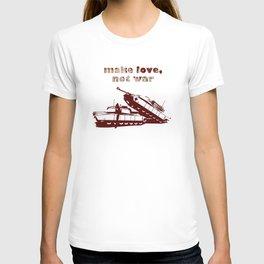 Make love, not war! T-shirt
