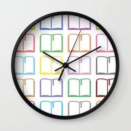 Livres hauts en couleur Wall Clock