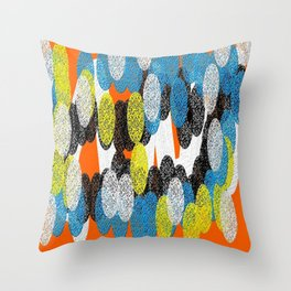 Circulos ing Throw Pillow