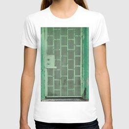 GREEN WOODEN DOOR WITH GREEN STEEL DOOR LEVER T-shirt