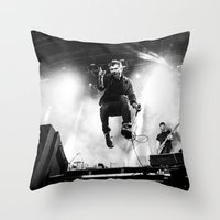 gorillaz Throw Pillows featuring Damon Albarn (Blur) - I by Tomás Correa Arce (RockMe TommyBoy)