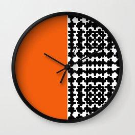 suprotan Wall Clock