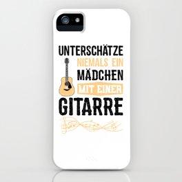 Unterschätze Niemals Ein Mädchen Mit Einer Gitarre iPhone Case