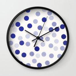 points bleus 4 Wall Clock