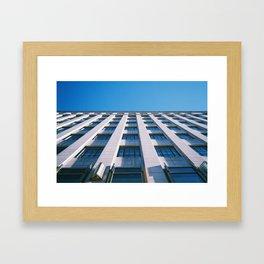 ligne d'horizon Framed Art Print