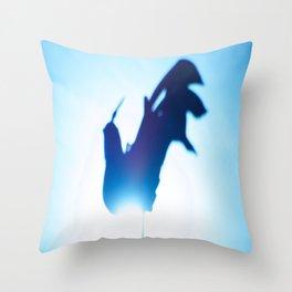 Coq dans les #airs Throw Pillow
