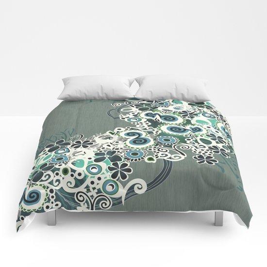Diagonal flower – blue and green fiber Comforters