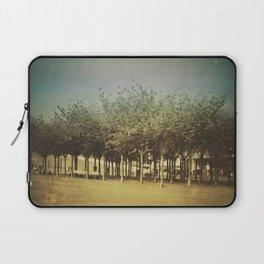 Somewhere a Park / Un parque de algún lugar Laptop Sleeve