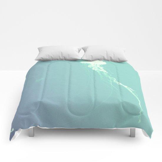 Pulsating Cnidaria. Comforters