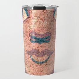 le visage dans le mur Travel Mug