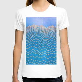 Mountain lines and blue sky - abstract vintage hand drawn illustration T-shirt