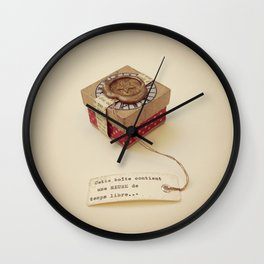 Boîte contenant Une heure de temps libre Wall Clock