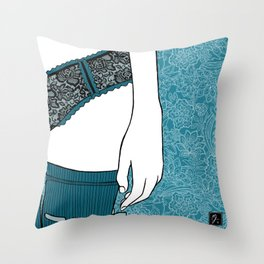 La femme 22 Throw Pillow