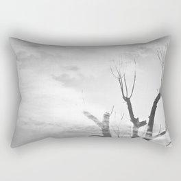 como duele, esta melancolía de domingo. Rectangular Pillow