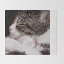 Mother's hug Throw Blanket