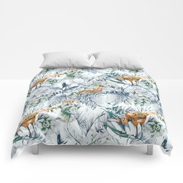 Peacock among the leaves 01 Comforters