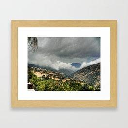 Nubes y tinieblas Framed Art Print