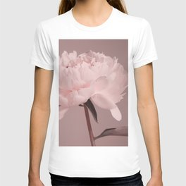 Single peony (pink) T-shirt