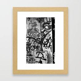 Je sauve la Planète!  Framed Art Print