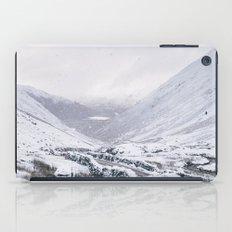 Heavy snow falling over the Kirkstone Pass. Cumbria, UK. iPad Case