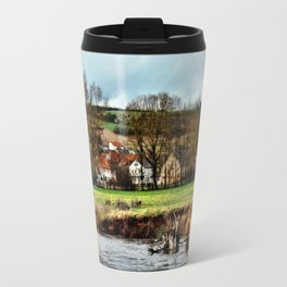 Dorf am Fluss Travel Mug
