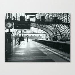 Morning on the Berlin platform Canvas Print