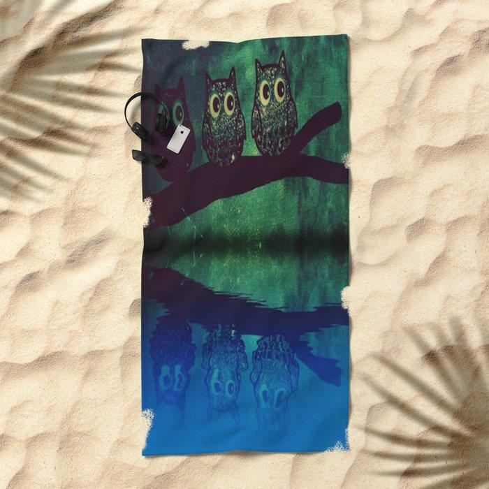 owl-77 Beach Towel