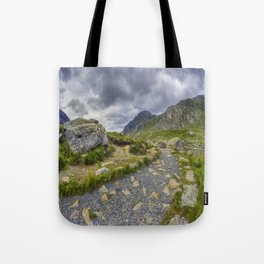 Ramblers Path To Tryfan Tote Bag