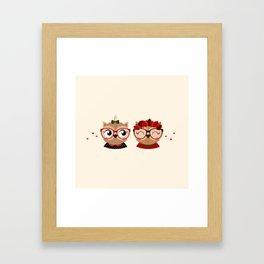 jumelles hiboux Framed Art Print