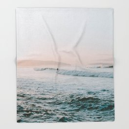 summer waves Throw Blanket