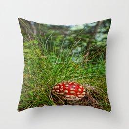 Fliegenpilz Throw Pillow