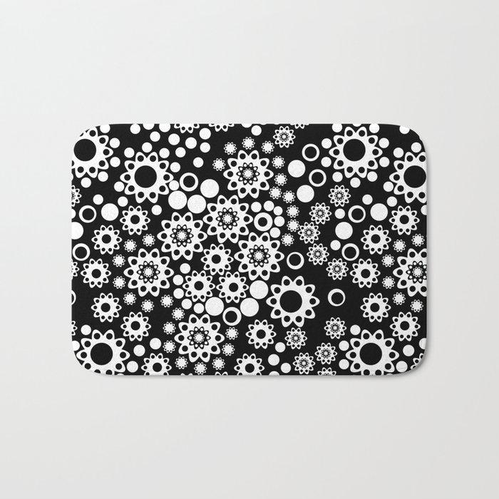 Black / white fishnet Lace pattern Bath Mat