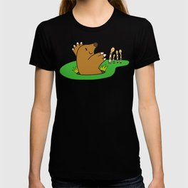 a Mole from the ground greets horsetail T-shirt