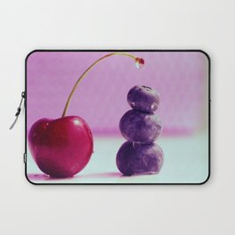 Food Design fresh Cherry and Bluebeeries Laptop Sleeve