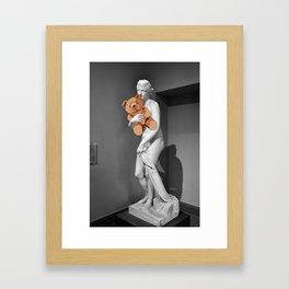 La venere con l'orsachiotto Framed Art Print