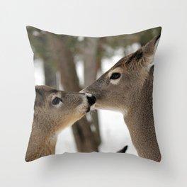 Chevreuil 001 Throw Pillow