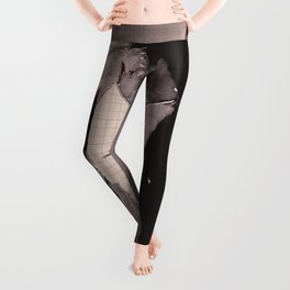 Immagine di donna - ink drawing over vintage book page Leggings