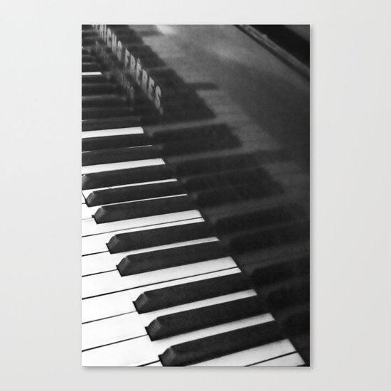 Old grand piano Canvas Print