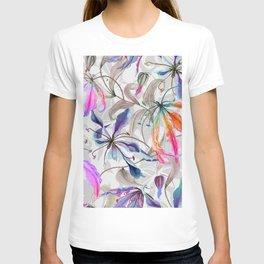 Beautiful gloriosa lily flowers with climbing leaves pattern T-shirt