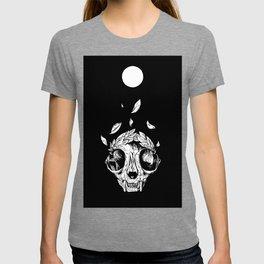 The concept of winning (lucky cat skull + laurel wreath) T-shirt