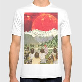 Red sun sails in the sunset T-shirt