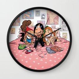 Entre copines Wall Clock