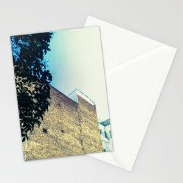 La pared y el árbol Stationery Cards