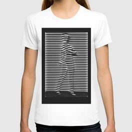 Silueta de mujer detrás de ventana T-shirt