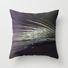 gocce di rugiada Throw Pillow