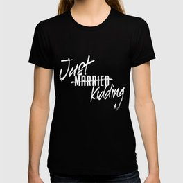 Just Married Just Kidding Single Relationship Remain Single T-shirt